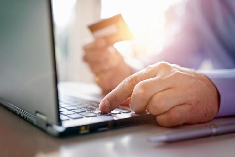 Het verschil tussen je bankkaart en je kredietkaart uitgelegd.