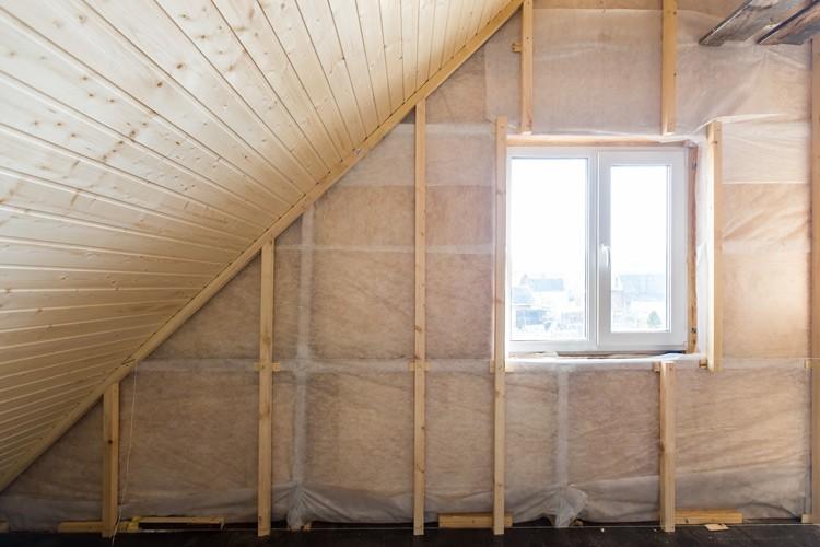 Lenen voor onverwachte kosten aan je huis: isoleer je dak met een groene energielening